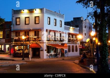 Wilmington, North Carolina, NC. People dining at the Riverfront Landing restaurant in downtown. - Stock Image