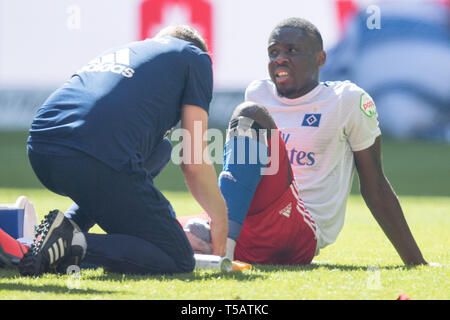 Hamburg, Deutschland. 20th Apr, 2019. Dominik WYDRA (AUE) sits after the end of the game with pain on the pitch and needs to be treated, injured, injury, whole figure, disappointed, disappointed, disappointment, disappointment, sad, football 2nd Bundesliga, 30th matchday, HSV Hamburg Hamburg Hamburg ( HH) - FC Erzgebirge Aue (AUE) 1: 1, on 20.04.2019 in Hamburg/Germany. ¬ | usage worldwide Credit: dpa/Alamy Live News - Stock Image