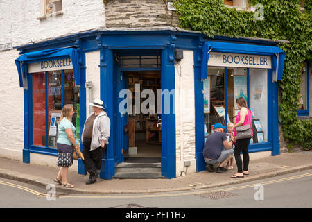 UK, Cornwall, Padstow, customers outside bookshop on corner of Market Place and Broad Street - Stock Image