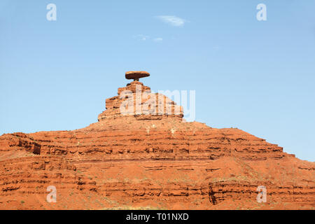 Mexican Hat rock formation, Utah, USA - Stock Image