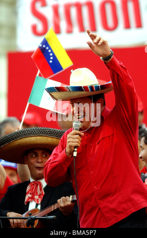 Venezuela's President Hugo Chavez sings Mexican songs at a rally in Caracas, Venezuela, November 19, 2005. Photo/Chico - Stock Image