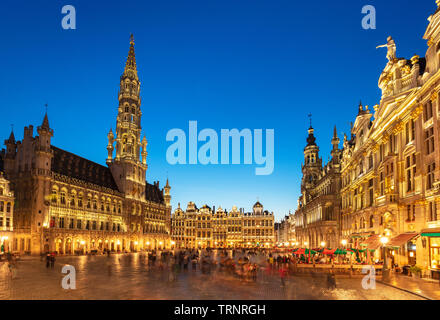 Brussels grand place brussels Hotel de ville town hall grand place at night Brussels Belgium Eu Europe - Stock Image