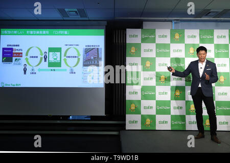Tokyo, Japan. 20th May, 2019. Japanese online stock brokerage 'One Tap BUY' president kazuto hayashi announces the new service in Tokyo on Monday, May 20, 2019. One Tap BUY will start a new service of installment investment trsust operations by smart phone 'Robo-Cho' from May 24. Credit: Yoshio Tsunoda/AFLO/Alamy Live News - Stock Image