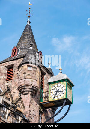 Old 16th century Canongate Tolbooth clock, Royal Mile, Edinburgh, Scotland, UK now People's Story Museum, bell tower and clock against blue sky - Stock Image