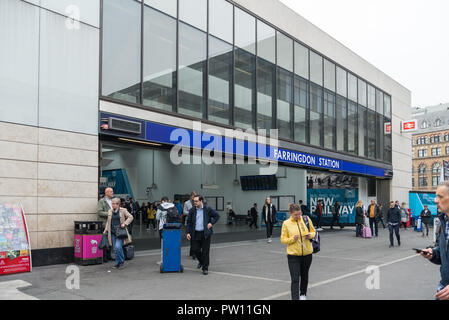 Morning commuters entering and leaving Farringdon Crossrail and Elizabeth Line railway station - Stock Image