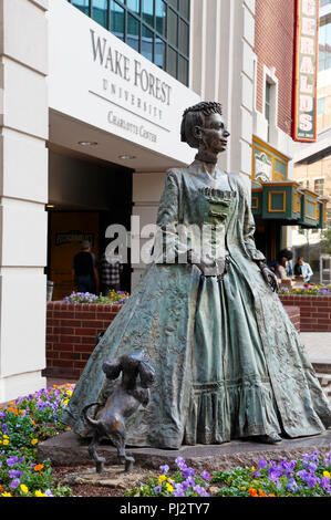 Charlotte, North Carolina. Statue of queen Charlotte outside Wake Forest University, Charlotte Center. - Stock Image