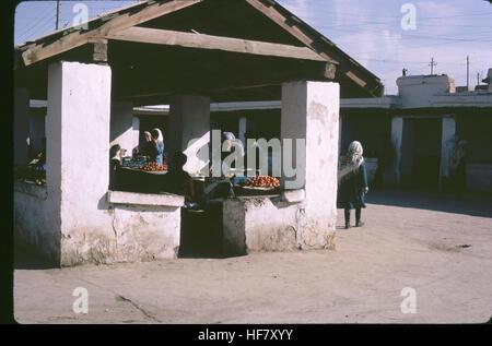 Market place with shops; Bukhara, Uzbekistan, former USSR.  Continental climate: summer - 40-45º C, winter - Stock Image