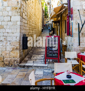One of the many sets of stairs and restuarants in the walled town at Dubrovnik, Croatia. - Stock Image