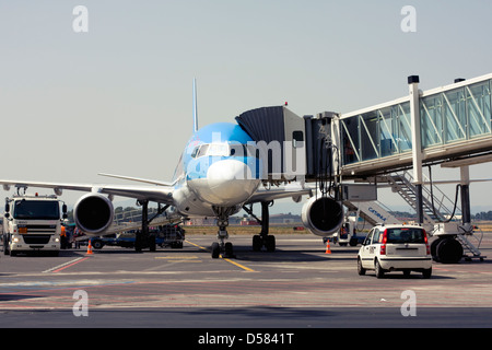 Thomson Airways Boeing 757-28A at the gate of Catania Fontanarossa Airport, Catania, Sicily, Italy - Stock Image
