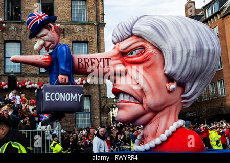 Düsseldorf, Germany. 4 March 2019. The annual Rosenmontag (Rose Monday or Shrove Monday) carnival parade takes place in Düsseldorf. Brexit carnival float depicting Theresa May killing off the British economy, designed by German artist Jacques Tilly. - Stock Image