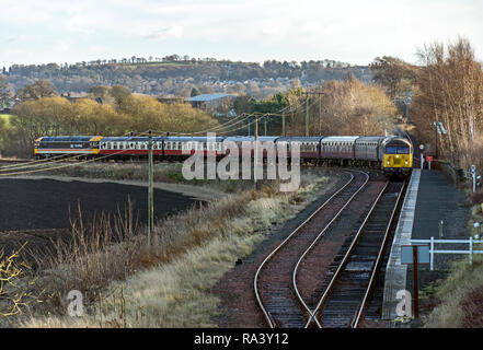 Passenger train with diesel engines 47643 front and 27001 & Class 56 Colas leaving Manuel  winter diesel gala at Bo'ness & Kinneil Railway in Bo'ness - Stock Image