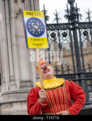 London, UK., UK. 27th Mar 2019. Brexit protesters clowning around dressed as clowns Credit: Ian Davidson/Alamy Live News - Stock Image