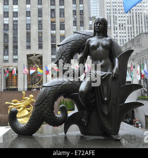 'Maiden', one of the two Mankind Figures (Maiden and Youth), by Paul Manship, at the Rockefeller Centre, - Stock Image