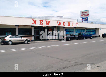 New World supermarket part of the New Zealand retail co-operative Foodstuffs (NZ) Ltd. The brand was founded in 1963. This store was located in Taradale Hawkes Bay in 2009 - Stock Image