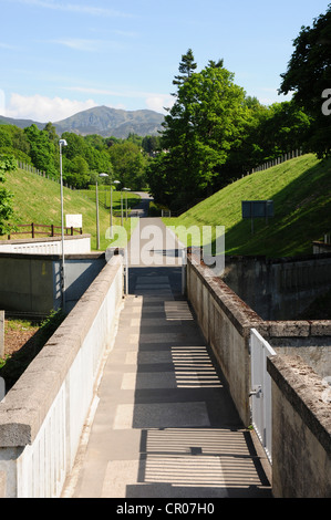 View towards Pitlochry, Perthshire from the dam over the River Tummel with Ben Vrackie in the background - Stock Image