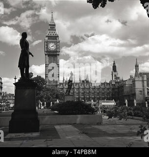 1960s, historical, View of the Elizabeth or Clock Tower ( Big Ben) and the Palace of Westminster, home of the UK Parliament seen from across Parliament Square, where twelve statues reside. On the left seen here is the statue dedicated to Henry John Temple, 3rd Viscount Palmerston, twice a British Prime Minister. - Stock Image
