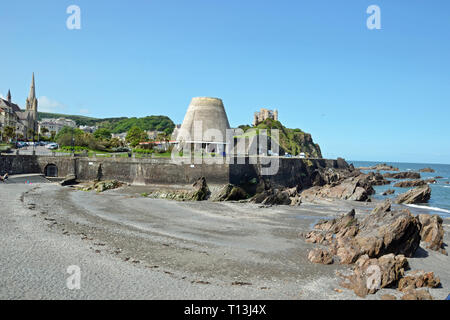 View of Ilfracombe beach, with the Landmark Theatre, known locally as Madonna's Bra on the promenade,  Ilfracombe, Devon, UK - Stock Image