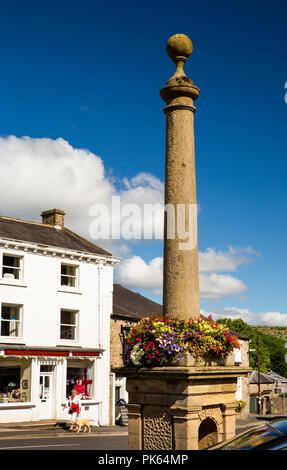 UK, Yorkshire, Settle, Market Place, pillar memorial - Stock Image