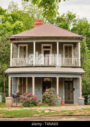 Old house or home in old an neighborhood in Montgomery Alabama, USA. - Stock Image