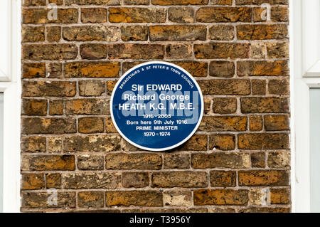 Blue plaque on the birthplace of Ted Heath in Broadstairs, Kent. - Stock Image
