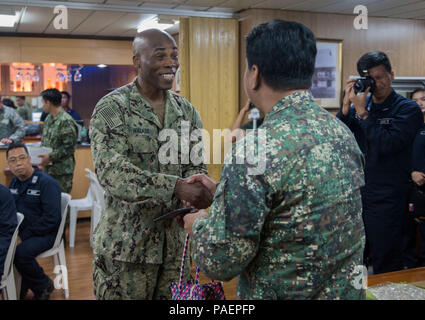 180714-N-OU129-180 SAN FERNANDO CITY, Philippines (July 14, 2018) Capt. Lex Walker, Commodore, Destroyer Squadron 7, exchanges gifts with Philippine Navy Commodore Nichols Driz, Commander, Naval Forces Northern Luzon, at the closing ceremony of Maritime Training Activity (MTA) Sama Sama 2018 aboard Philippine Navy ship BRP Tarlac (LD-601). The week-long engagement focuses on the full spectrum of naval capabilities and is designed to strengthen the close partnership between both navies while cooperatively ensuring maritime security, stability and prosperity. (U.S. Navy photo by Mass Communicati - Stock Image