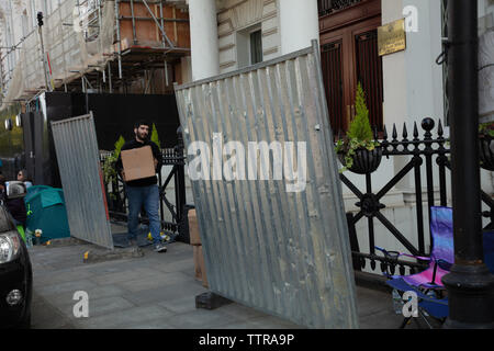 London, UK. 17th June 2019. Richard Ratcliffe on hunger strike in front of the Iranian embassy in London in protest of the detention of his wife Nazanin Zgahari in Iran over spying allegations. Embassy staff and builders bring boxes from the cellar on the pavement and moving large iron panels round, decreasing Richards' space. Credit: Joe Kuis / Alamy - Stock Image