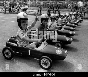 Jun 07, 1970; London, UK; Junior Grand Prix give the 'thumbs-up' sign as they line up for the start of the race. - Stock Image