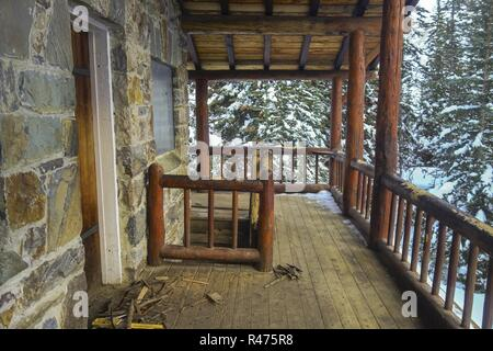 Vintage Rustic Tea House Log Cabin Wooden Porch on Plain of Six Glaciers Hiking Trail in Winter, Banff National Park Canadian Rocky Mountains - Stock Image