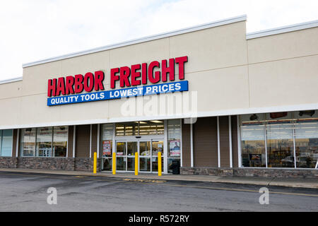 A Harbor Freight Tools store located in Amsterdam, NY USA - Stock Image