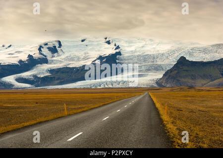 Road, Ring Road, Glacier, Vatnajoekull, Mountains, Iceland, Europe - Stock Image