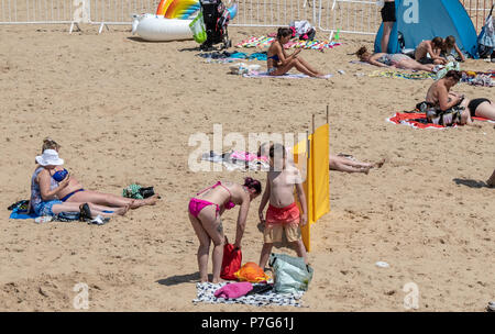 Bournemouth, UK. 6th July 2018. People using their phones whilst on the beach in Bournemouth during the July heatwave. Credit: Thomas Faull / Alamy Live News - Stock Image