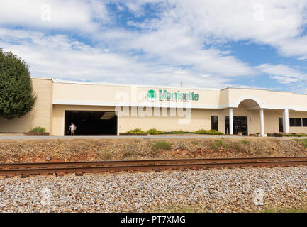 HICKORY, NORTH CAROLINA, USA-9/18/18: Building and sign of Morrisette Paper & Packaging Company, with railroad track in front. - Stock Image