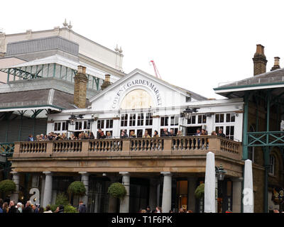 Balcony of the Punch and Judy pub in Covent Garden - Stock Image