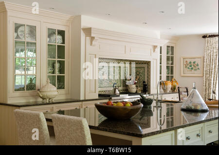 Country style kitchen with an island - Stock Image