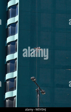 Rap jumping off a building in La Paz, Bolivia - Stock Image