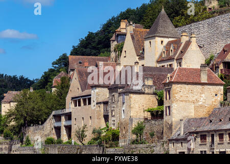Buildings in the village of Beynac-et-Cazenac on the Dordogne River in the Dordogne region of France. - Stock Image
