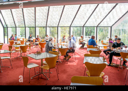 The bright and inviting interior of the cafe inside the National Gallery of Australia in Canberra. - Stock Image