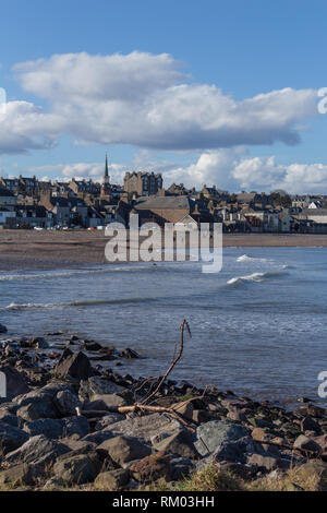 Looking across Stonehaven Bay towards the centre of Stonehaven, Aberdeenshire, Scotland. - Stock Image