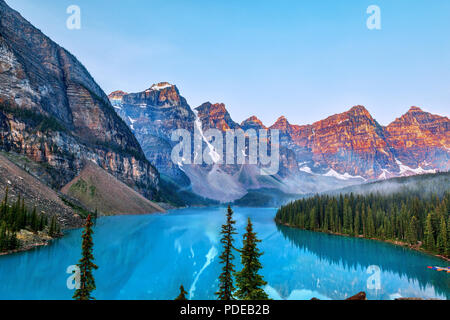 Sunrise over the Valley of the Ten Peaks with glacier-fed turquoise colored Moraine Lake in the foreground near Lake Louise in the Canadian Rockies. - Stock Image