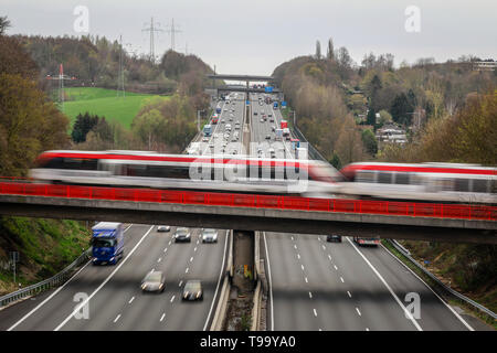 26.03.2019, Erkrath, North Rhine-Westphalia, Germany - Traffic landscape, road traffic and S-Bahn traffic intersect on the A3 motorway. 00X190326D022C - Stock Image