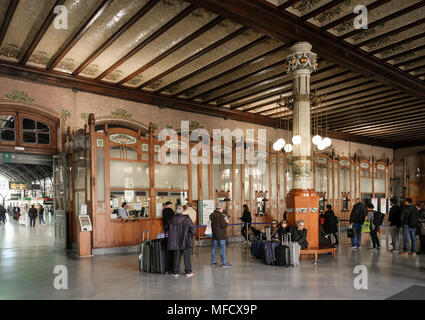 Travellers at Estacion del Norte (North Station), a Modernista train station building in South Ciutat Vella district, Valencia, Spain. - Stock Image