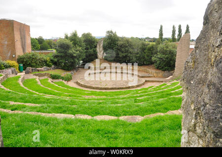 The ECOS Amphitheatre in Frome around which are 12 stones from the founder members of the EU showing the spirit of unity and cooperation,and the Tree - Stock Image