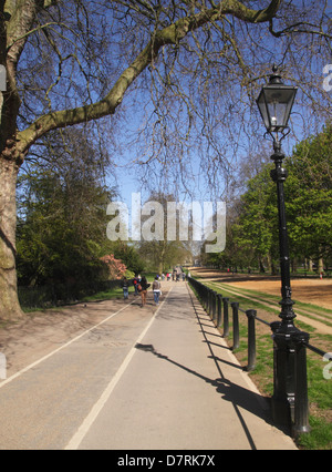 Footpath and cycle lane at Hyde Park London - Stock Image