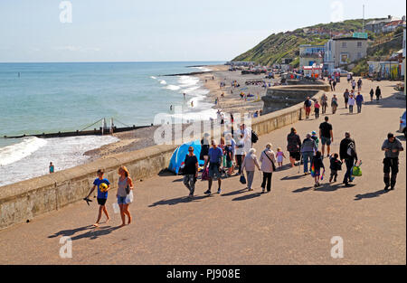 The promenade and east beach at the North Norfolk seaside resort of Cromer, Norfolk, England, United Kingdom, Europe. - Stock Image