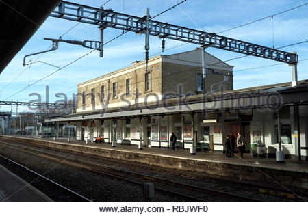 Swindon railway station, with the recently installed overhead catenary for the power supply for electric trains. Swindon, Wiltshire, UK.January 2019 - Stock Image