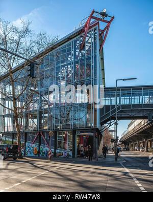 Berlin Kreuzberg Sculpture, Prinzenstrasse U-Bahn Underground railway station new glass access building. - Stock Image