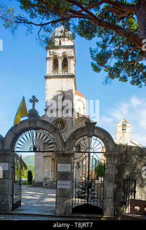 Montenegro, Herzeg-Novi am Eingang der Bucht von Kotor, serbisch-orthodoxes Kloster Savina, Große Kirche aus dem 18.Jhd., rechts dahinter die kleinere - Stock Image
