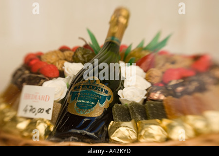Paris France Place de la Madeleine Hediard gourmet shop shop window champagne brut - Stock Image