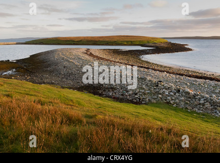 The Holm of Coppister on the island of Yell, Shetland, showing shingle tombolo. October 2010. - Stock Image