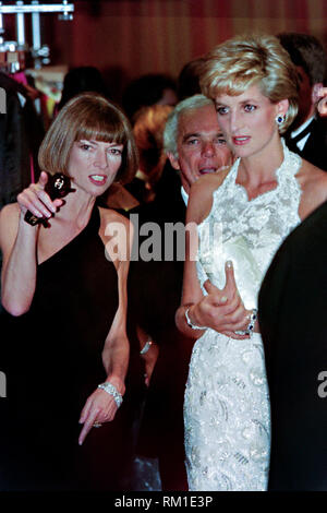 Diana, Princess of Wales walks with fashion designer Ralph Lauren, center, and Vogue Magazine editor Anna Wintour, left, during a charity gala fundraising event for the Nina Hyde Center for Breast Cancer Research September 24, 1996 in Washington, DC. - Stock Image
